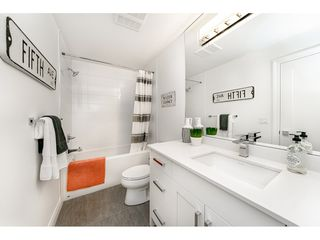 "Photo 15: 16176 87 Avenue in Surrey: Fleetwood Tynehead House 1/2 Duplex for sale in ""FLEETWOOD DUPLEXES"" : MLS®# R2432421"