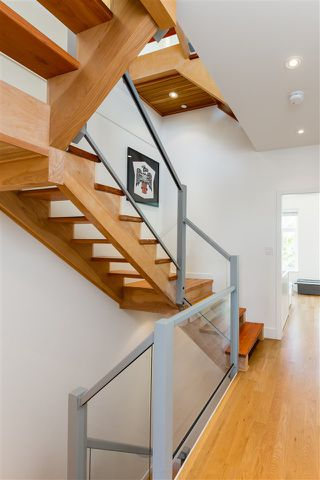 "Photo 3: 8 3993 CHATHAM Street in Richmond: Steveston Village Townhouse for sale in ""STEVESTON VIEWS"" : MLS®# R2441255"