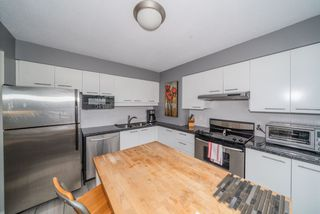 """Photo 10: 806 1500 HOWE Street in Vancouver: Yaletown Condo for sale in """"The Discovery"""" (Vancouver West)  : MLS®# R2525498"""