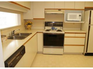 """Photo 5: # 205 121 W 29TH ST in North Vancouver: Upper Lonsdale Condo for sale in """"Somerset Green"""" : MLS®# V887382"""