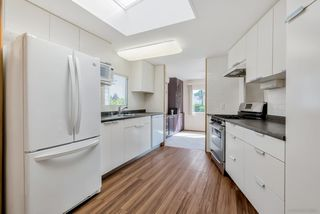 """Photo 3: 66 15875 20 Avenue in Surrey: King George Corridor Manufactured Home for sale in """"Sea Ridge Bays"""" (South Surrey White Rock)  : MLS®# R2467201"""