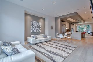 Photo 3: 627 36 Street SW in Calgary: Spruce Cliff Detached for sale : MLS®# C4303307