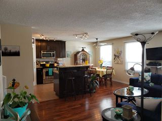 Photo 2: 447 Huffman Crescent in Edmonton: Zone 35 House for sale : MLS®# E4204336