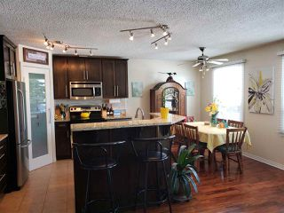 Photo 3: 447 Huffman Crescent in Edmonton: Zone 35 House for sale : MLS®# E4204336