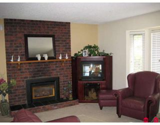 """Photo 2: 17204 JERSEY Drive in Surrey: Cloverdale BC House for sale in """"Jersey Hills"""" (Cloverdale)  : MLS®# F2814088"""