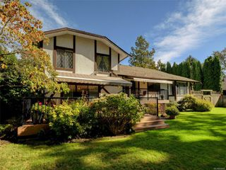 Photo 4: 3112 Wessex Close in : OB Henderson House for sale (Oak Bay)  : MLS®# 856600