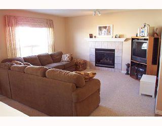 Photo 2: 6122 SADDLEHORN Drive NE in CALGARY: Saddleridge Residential Detached Single Family for sale (Calgary)  : MLS®# C3316288