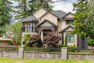 Photo 2: 5775 133 Street in Surrey: Panorama Ridge House for sale : MLS®# R2471111