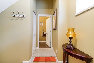 """Photo 2: 36 6651 203 Street in Langley: Willoughby Heights Townhouse for sale in """"SUNSCAPE"""" : MLS®# R2404003"""