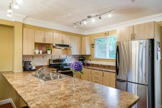 """Photo 8: 36 6651 203 Street in Langley: Willoughby Heights Townhouse for sale in """"SUNSCAPE"""" : MLS®# R2404003"""