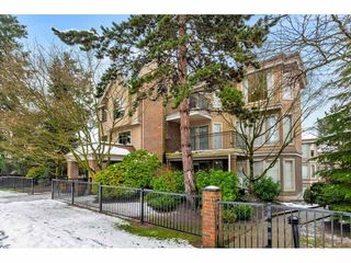 """Main Photo: 303 15440 VINE Avenue: White Rock Condo for sale in """"The Courtyards"""" (South Surrey White Rock)  : MLS®# R2434507"""