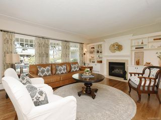 Photo 2: 1907 San Juan Ave in Saanich: SE Gordon Head Single Family Detached for sale (Saanich East)  : MLS®# 842889