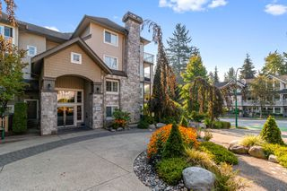 "Photo 1: 305 1150 E 29TH Street in North Vancouver: Lynn Valley Condo for sale in ""Highgate"" : MLS®# R2497351"