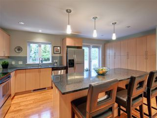 Photo 8: 770 CORDOVA BAY Rd in : SE Cordova Bay Row/Townhouse for sale (Saanich East)  : MLS®# 857436