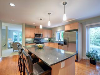 Photo 6: 770 CORDOVA BAY Rd in : SE Cordova Bay Row/Townhouse for sale (Saanich East)  : MLS®# 857436
