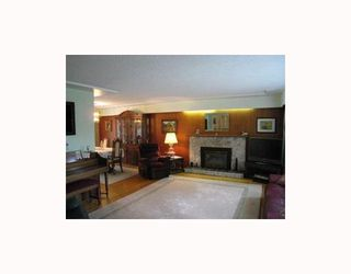 Photo 3: 8096 ELLIOTT Street in Vancouver: Fraserview VE House for sale (Vancouver East)  : MLS®# V713304