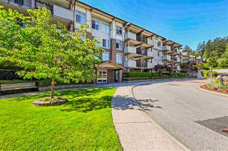 Photo 1: 303 10088 148 Street in Surrey: Guildford Condo for sale (North Surrey)  : MLS®# R2428578
