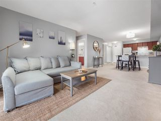 Photo 6: 303 10088 148 Street in Surrey: Guildford Condo for sale (North Surrey)  : MLS®# R2428578