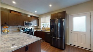 Photo 3: #35 655 WATT Boulevard in Edmonton: Zone 53 Townhouse for sale : MLS®# E4219164