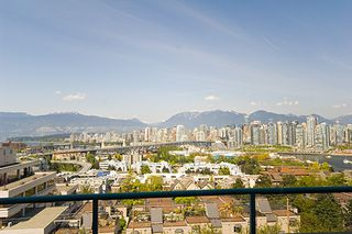 "Photo 4: 601 1355 W BROADWAY Street in Vancouver: Fairview VW Condo for sale in ""THE BROADWAY"" (Vancouver West)  : MLS®# V646336"