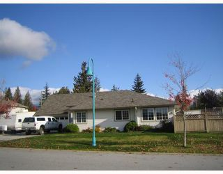 Main Photo: 6293 HOMESTEAD Avenue in Sechelt: Sechelt District House for sale (Sunshine Coast)  : MLS®# V674216