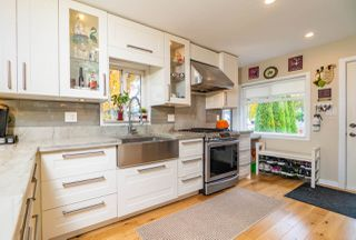 Photo 5: 908 NOOTKA Street in Vancouver: Renfrew VE House for sale (Vancouver East)  : MLS®# R2415898