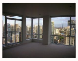 "Photo 5: 2302 1455 HOWE Street in Vancouver: False Creek North Condo for sale in ""POMARIA"" (Vancouver West)  : MLS®# V673525"