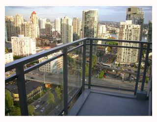 "Photo 4: 2302 1455 HOWE Street in Vancouver: False Creek North Condo for sale in ""POMARIA"" (Vancouver West)  : MLS®# V673525"