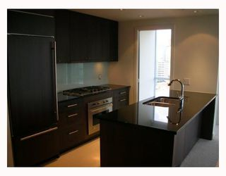 "Photo 2: 2302 1455 HOWE Street in Vancouver: False Creek North Condo for sale in ""POMARIA"" (Vancouver West)  : MLS®# V673525"