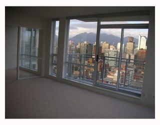 "Photo 6: 2302 1455 HOWE Street in Vancouver: False Creek North Condo for sale in ""POMARIA"" (Vancouver West)  : MLS®# V673525"