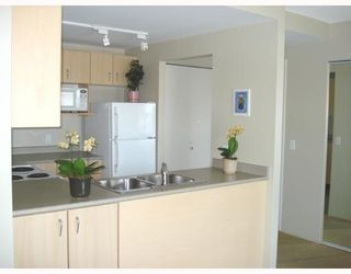 Photo 3: 1104-121 West 15th Street in North Vancouver: Central Lonsdale Condo for sale : MLS®# V742681