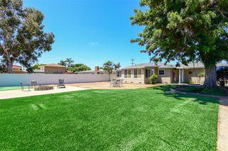 Photo 5: OCEANSIDE House for sale : 3 bedrooms : 1023 Vista Way