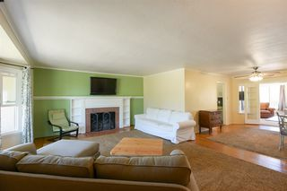 Photo 8: OCEANSIDE House for sale : 3 bedrooms : 1023 Vista Way