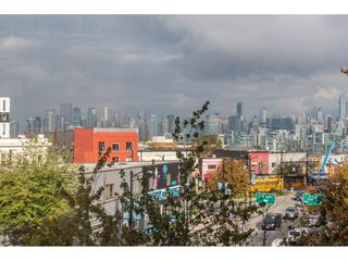 """Photo 2: 419 288 E 8TH Avenue in Vancouver: Mount Pleasant VE Condo for sale in """"Metrovista"""" (Vancouver East)  : MLS®# R2407649"""