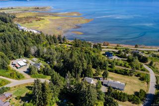 Photo 3: 400 Holiday Rd in : CV Union Bay/Fanny Bay House for sale (Comox Valley)  : MLS®# 855565