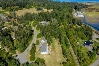 Photo 4: 400 Holiday Rd in : CV Union Bay/Fanny Bay House for sale (Comox Valley)  : MLS®# 855565