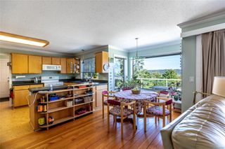 Photo 8: 400 Holiday Rd in : CV Union Bay/Fanny Bay House for sale (Comox Valley)  : MLS®# 855565