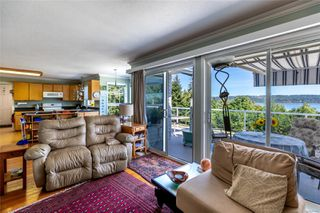 Photo 6: 400 Holiday Rd in : CV Union Bay/Fanny Bay House for sale (Comox Valley)  : MLS®# 855565