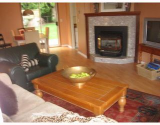"Photo 5: 587 OCEANVIEW Drive in Gibsons: Gibsons & Area House for sale in ""WOODCREEK PARK"" (Sunshine Coast)  : MLS®# V645996"