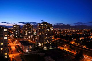 Photo 2: 1909 3588 CROWLEY Drive in Vancouver: Collingwood VE Condo for sale (Vancouver East)  : MLS®# R2506989