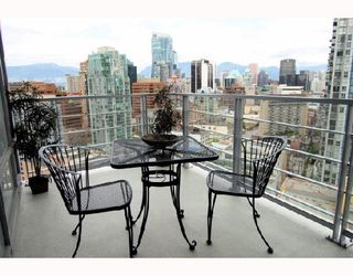 """Photo 4: 2405 1255 SEYMOUR Street in Vancouver: False Creek Condo for sale in """"ELAN"""" (Vancouver West)  : MLS®# V707197"""