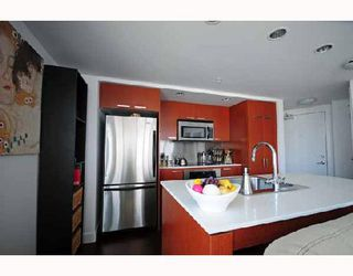 """Photo 2: 2405 1255 SEYMOUR Street in Vancouver: False Creek Condo for sale in """"ELAN"""" (Vancouver West)  : MLS®# V707197"""