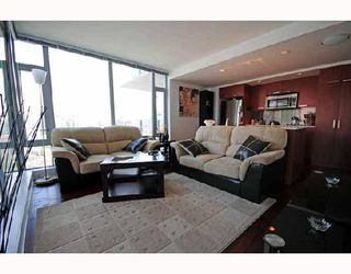 """Photo 1: 2405 1255 SEYMOUR Street in Vancouver: False Creek Condo for sale in """"ELAN"""" (Vancouver West)  : MLS®# V707197"""