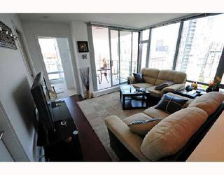 """Photo 9: 2405 1255 SEYMOUR Street in Vancouver: False Creek Condo for sale in """"ELAN"""" (Vancouver West)  : MLS®# V707197"""