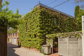 Main Photo: Coach H 368 Sumach Street in Toronto: Cabbagetown-South St. James Town House (2-Storey) for lease (Toronto C08)  : MLS®# C4513657