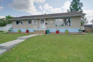 Photo 2: 15215 87 Avenue in Edmonton: Zone 22 House for sale : MLS®# E4165600