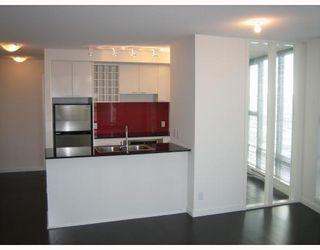 Photo 5: # 2108 131 REGIMENT SQ in Vancouver: Condo for sale : MLS®# V722859