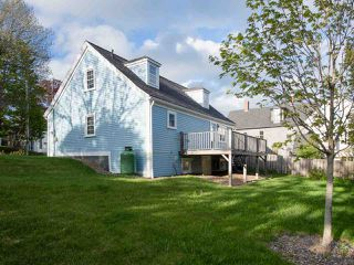 Photo 1: 58 Cumberland Street in Lunenburg: 405-Lunenburg County Residential for sale (South Shore)  : MLS®# 202009280