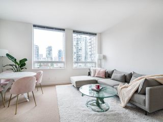Photo 2: 1106 638 BEACH CRESCENT in Vancouver: Yaletown Condo for sale (Vancouver West)  : MLS®# R2499986