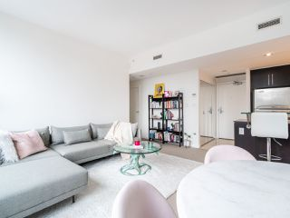 Photo 4: 1106 638 BEACH CRESCENT in Vancouver: Yaletown Condo for sale (Vancouver West)  : MLS®# R2499986